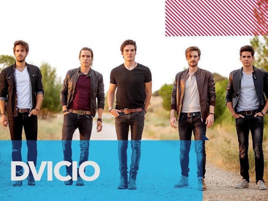 Cuando Andrés y su banda DVicio anunciaron el Grammy a Mejor Disco para Juan Gabriel, algo triste pasó. (Foto: Instagram)