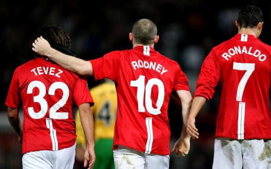 Carlitos, en gran compañía: Rooney y Cristiano. (Foto: Twitter)
