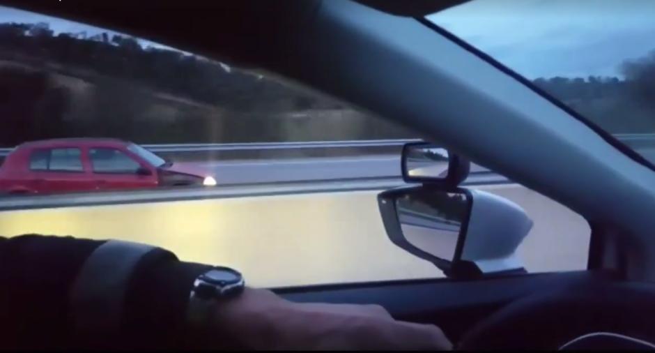 El insólito video fue grabado en una autopista de España. (Imagen: captura de Facebook/Mossos d'Esquadra)