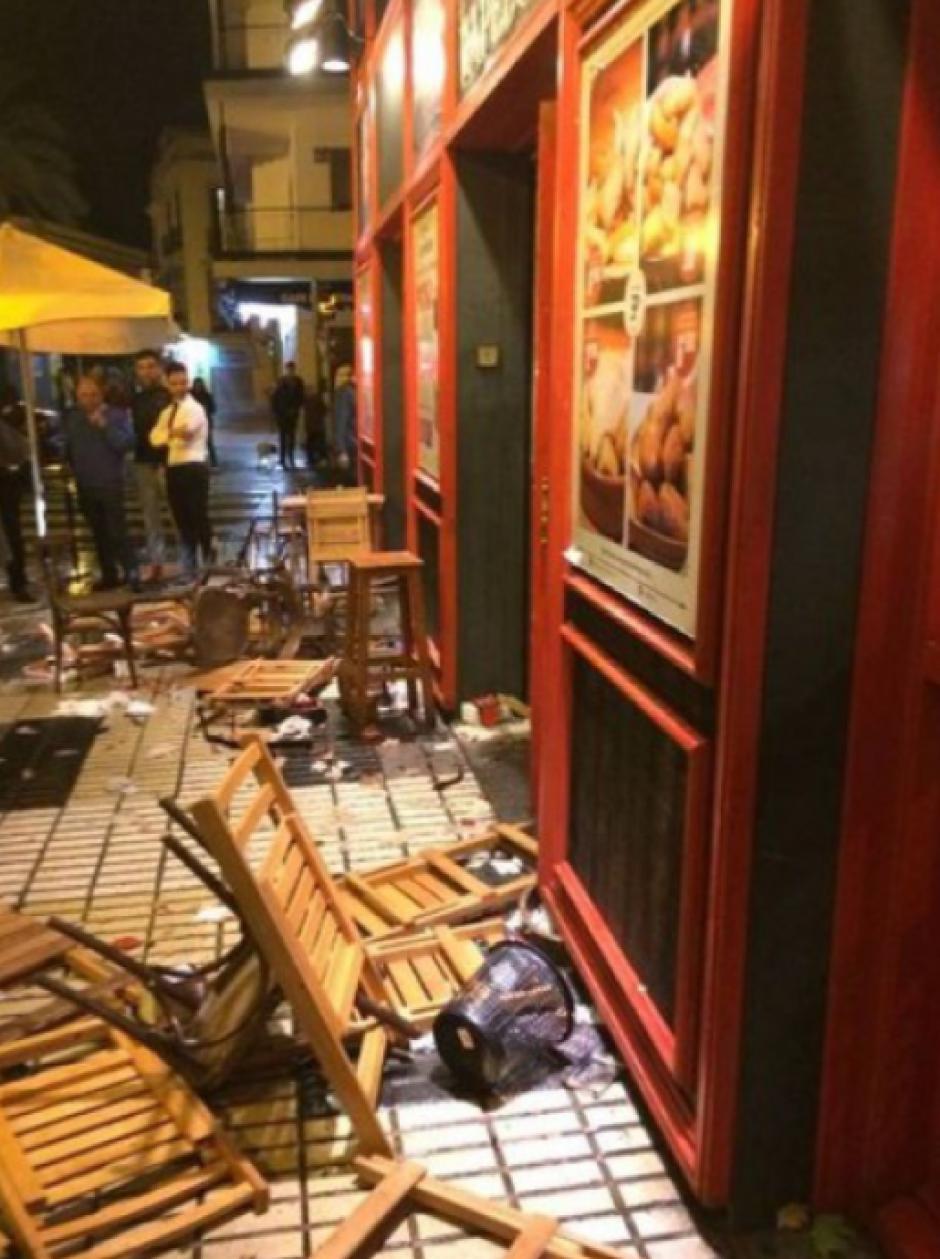 El restaurante quedó destrozado por fuera. (Foto: AS)
