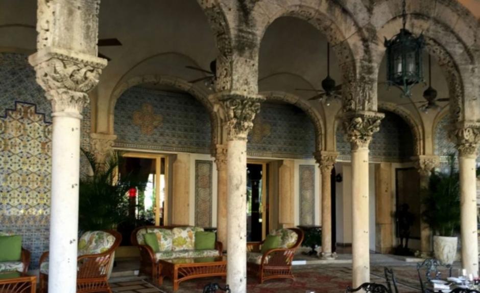 La residencia cuenta con amplios patios y jardines. (Foto: rpp.pe)