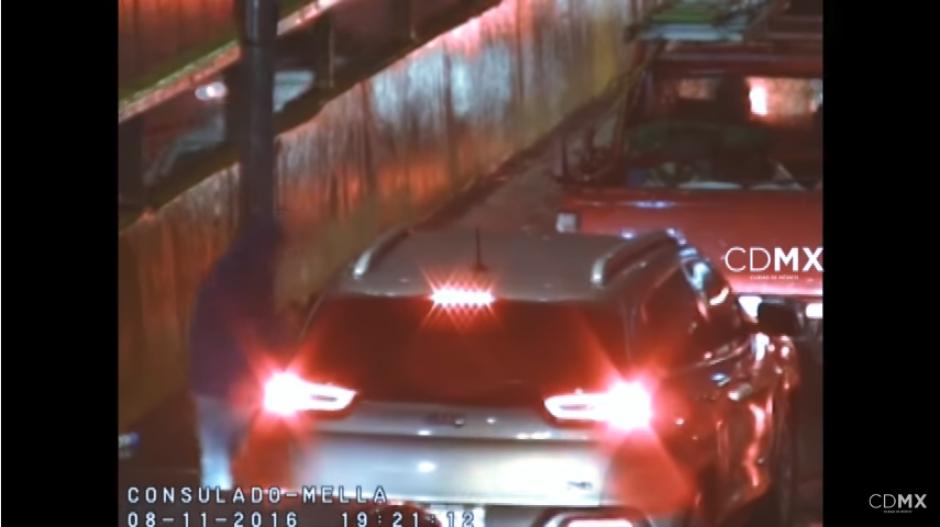 Cerca de tres automovilistas son despojados de sus pertenencias. (Captura Video)