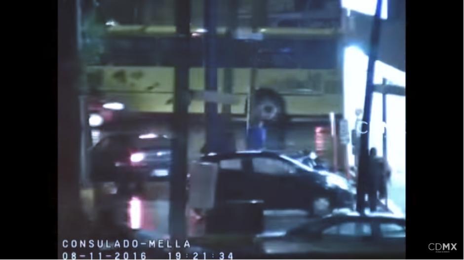 Los individuos tratan de escapar, pero son detenidos finalmente. (Captura Video)