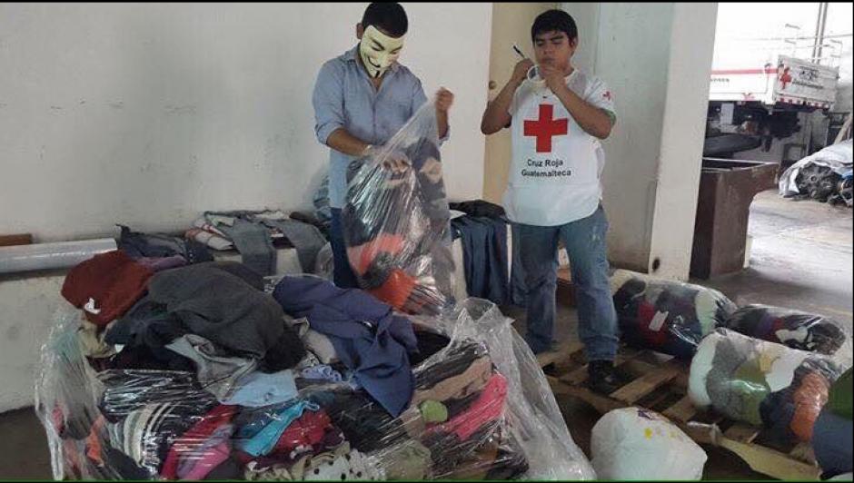 La campaña busca recolectar prendas para abrigar a los más vulnerables en esta época fría. (Foto: Cruz Roja)