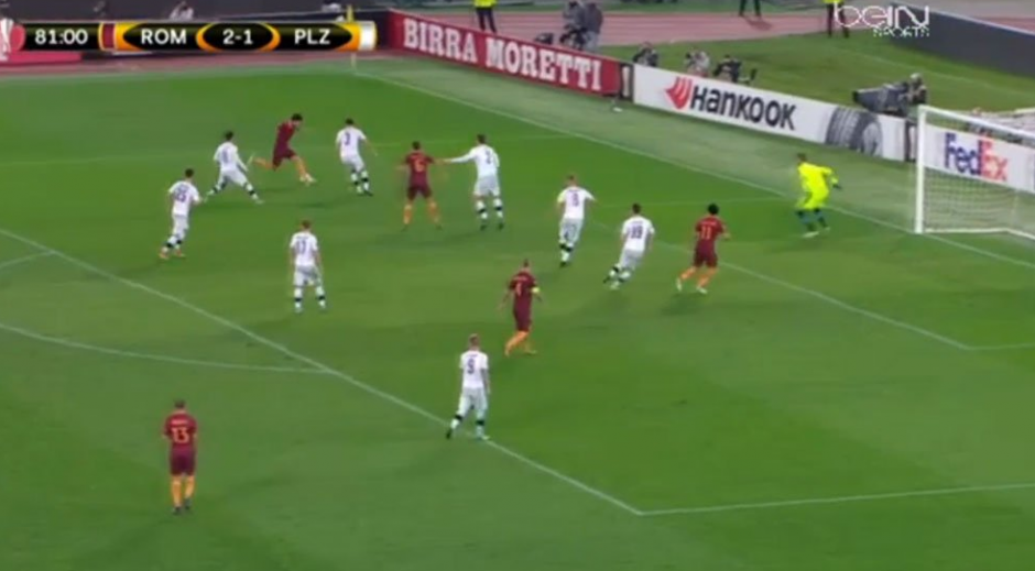 Perotti tiró una rabona un poco desesperada y terminó marcando un golazo. (Captura de Pantalla)