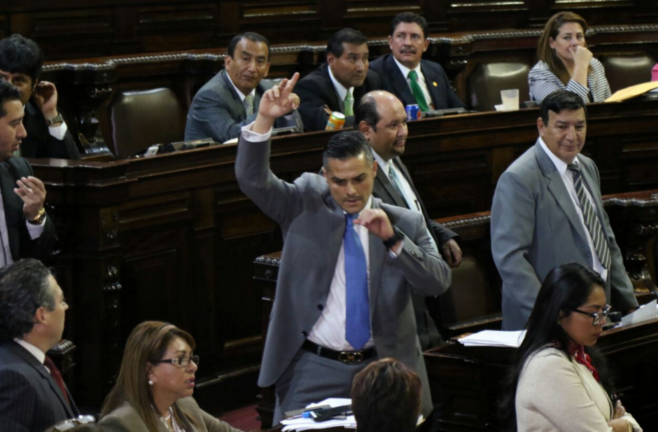 El diputado Luis Hernández Azmitia terminó molesto. (Foto: Alejandro Balán/Soy502)