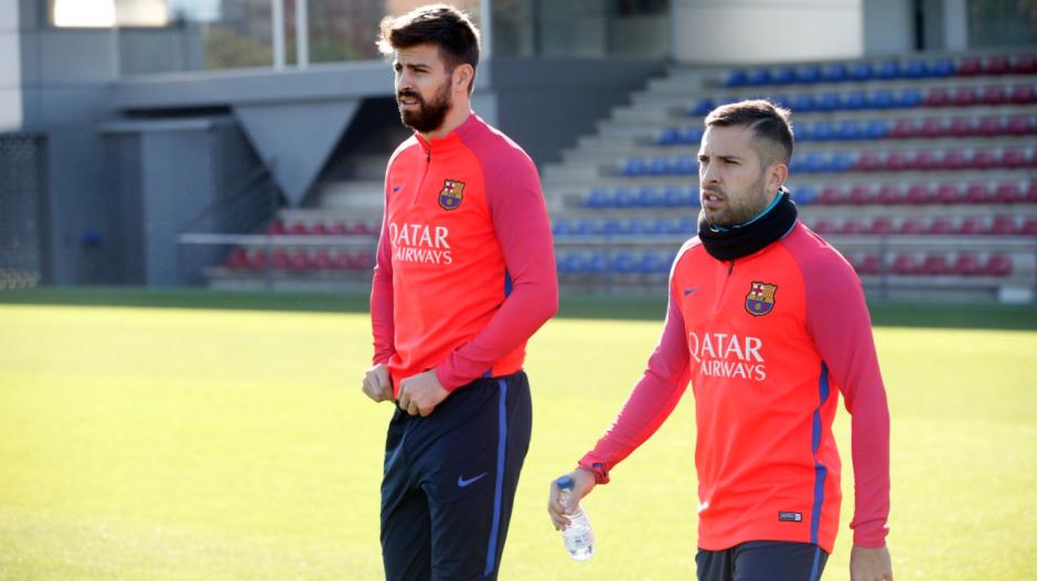 Piqué y Alba, los otros dos lesionados que volvieron. (Foto: FCB)