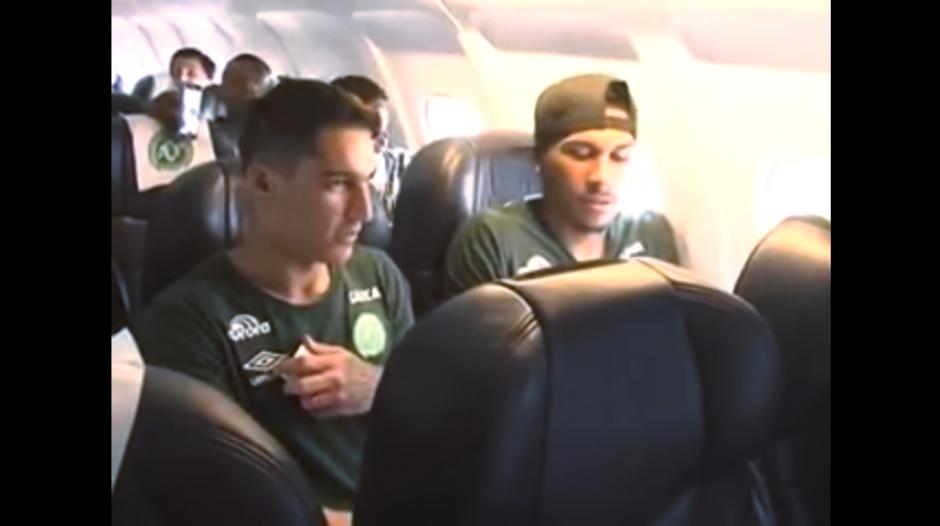 El reportaje muestra cómo se prepara el vuelo del Chapecoense en Bolivia. (Imagen: captura de YouTube)