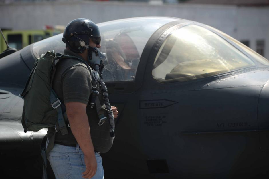 Los pilotos también demostraron sus habilidades de vuelo durante un show aéreo. (Foto: Wilder López/Soy502)