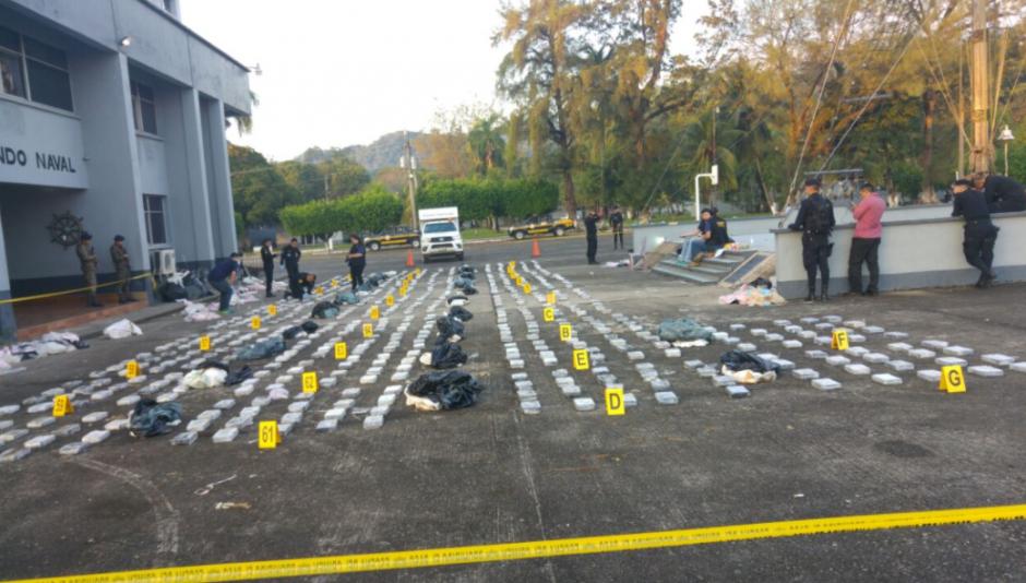 Un mil 637 kilos de cocaína fueron incautadas en una lancha tiburonera. (Foto: MP)