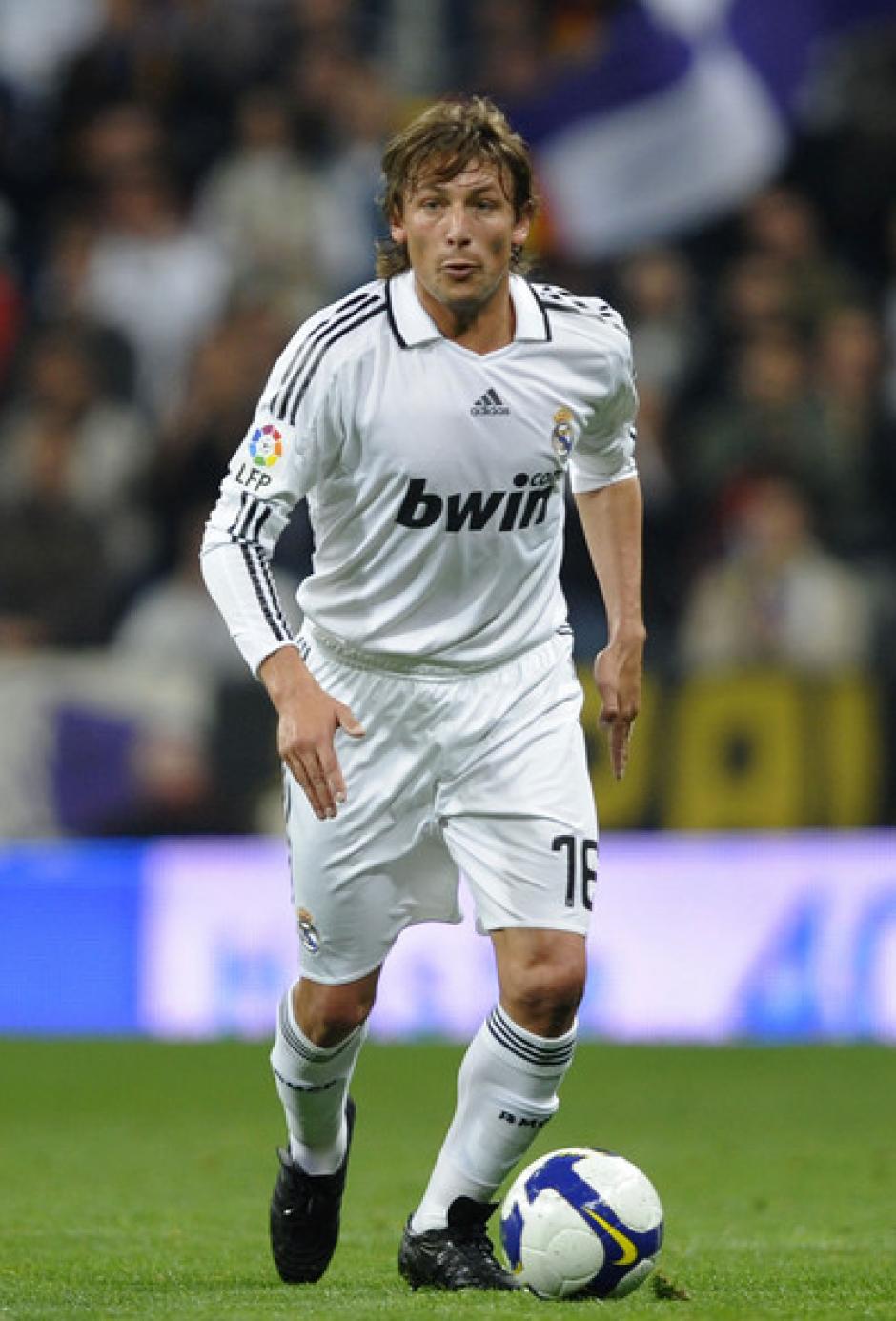 Gabriel Heinze, el entrenador de este equipo y quien jugó en el Real Madrid, sufrió al ver cómo uno de sus pupilos disparaba del penal. (Foto: 101GreatGoals)