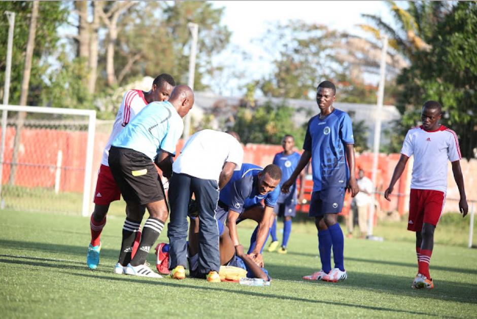 El joven Ismail Mrisho falleció sobre el campo de juego. (Foto: Daily Mail)