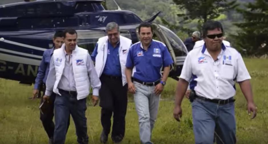 La imagen muestra a Jimmy Morales en otro viaje en el mismo helicóptero. (Foto: captura de pantalla)
