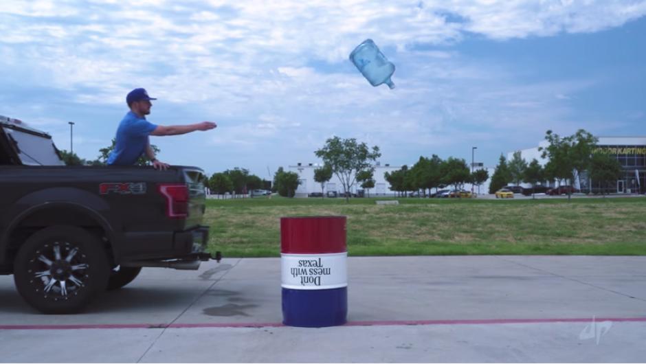 El reto de la botella acaparó varios millones de vistas. (Imagen: captura de YouTube)