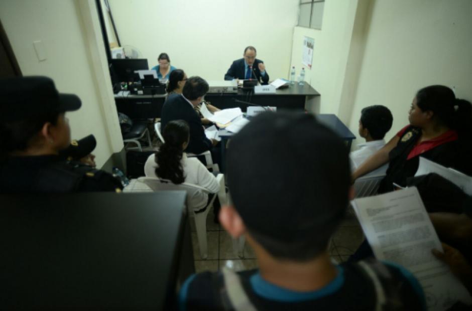 Tras su identificación, los detenidos eran llevados ante un juez para conocer los motivos de su detención. (Foto: Wilder López/Soy502)