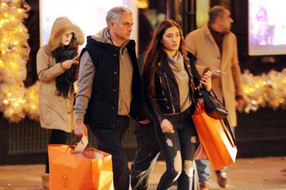 El portugués compró en varias tiendas de lujo. Foto:(XPosureFoto)