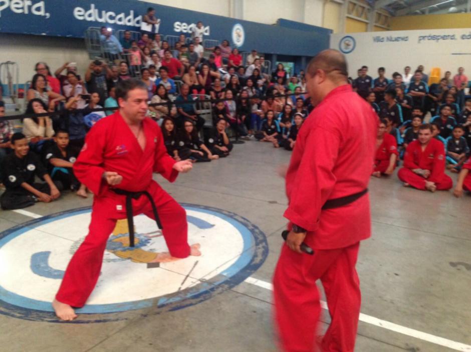 El jefe edil de Villa Nueva fue promovido a Dragón Rojo en Kenpo Karate. (Foto: Twitter, @EdwinEscobarVN)