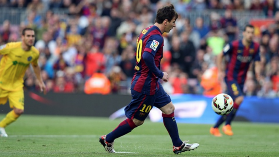 Leo Messi y una clara imagen de cómo es el lanzamiento a lo Panenka. (Foto: AS)