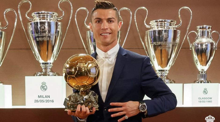CR7 en el Santiago Bernabéu con su cuarto Balón de Oro. (Foto. Real Madrid)