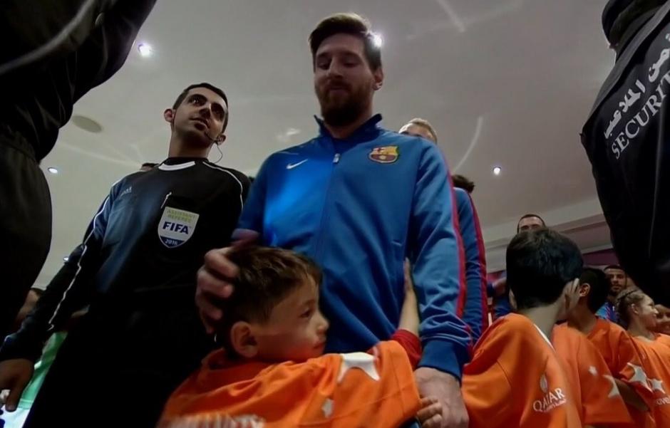 Así estaba Murtaza con Leo antes de salir al campo. (Imagen: captura de pantalla/ESPN)