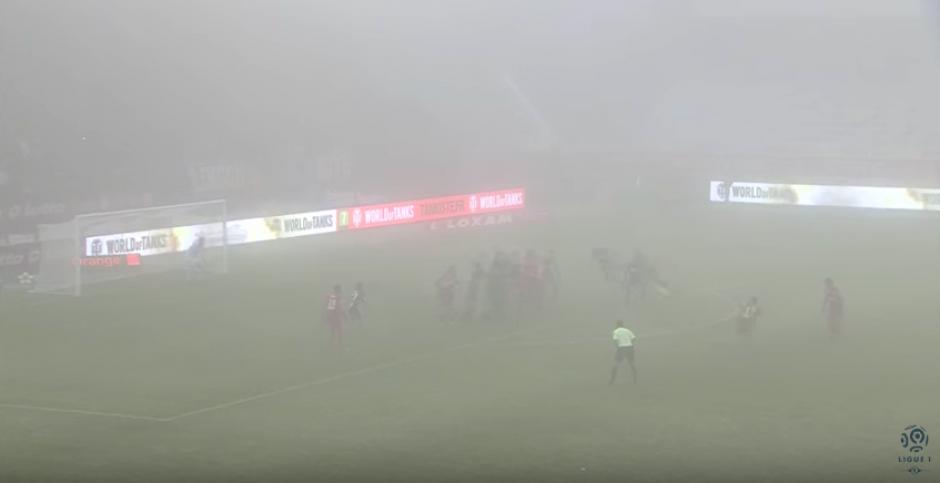 El portero del Marsella no veía nada por la niebla. (Imagen: captura de pantalla)