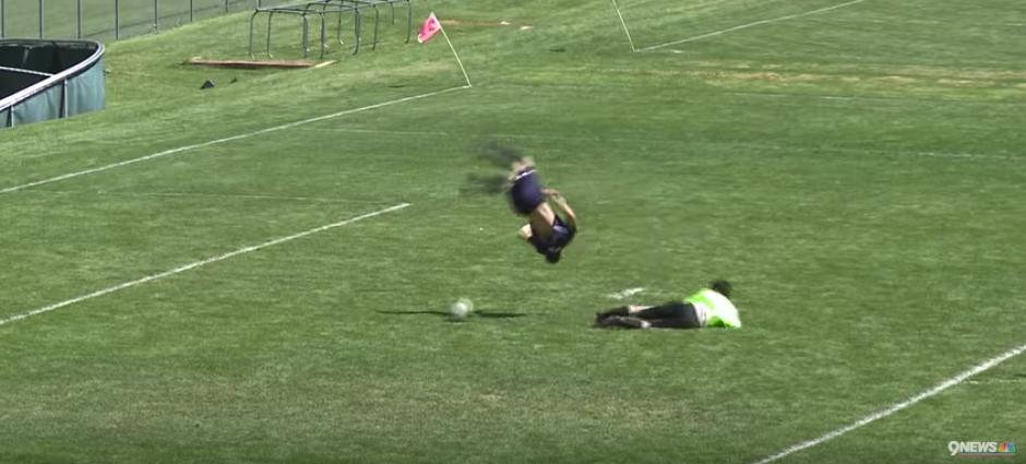 Este gol entró con salto mortal incluido..., pero no fue válido. (Captura de Pantalla)