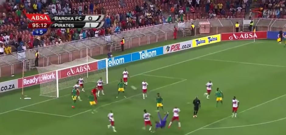 Se puede resumir 2016 en una frase: un arquero metió un gol de chilena en el último minuto. (Captura de Pantalla)