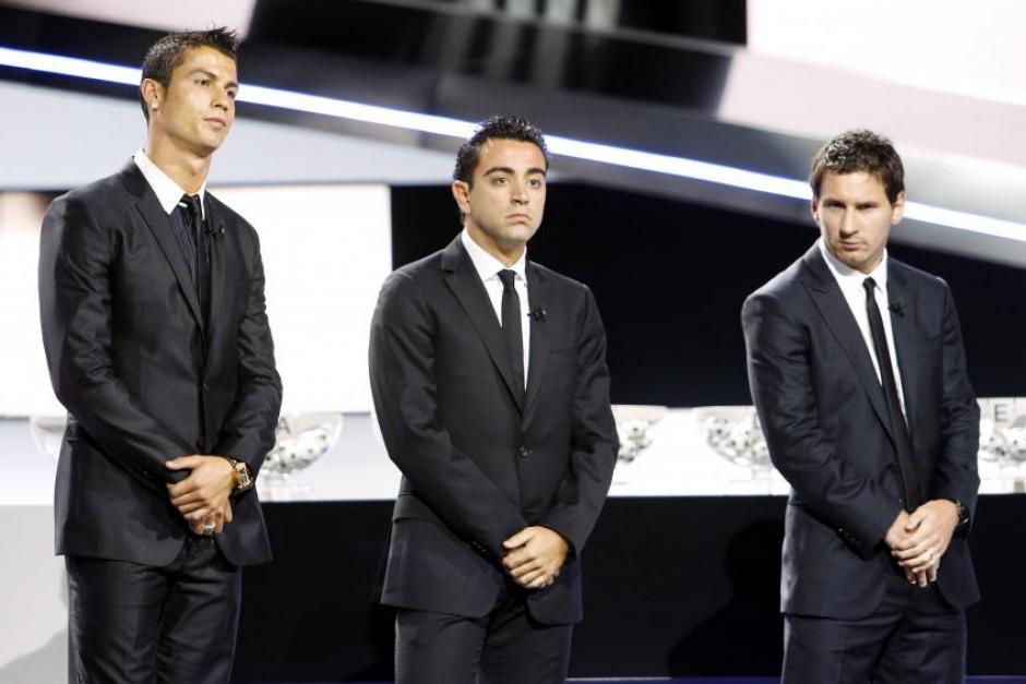 Xavi, con CR7 y Messi en una gala de la FIFA. (Foto: Sport)