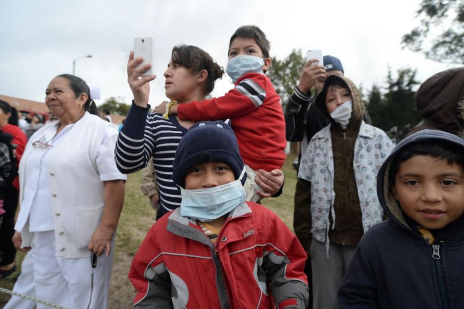 Los niños esperaban con emoción a Santa Claus. (Foto: Wilder López/Soy502)