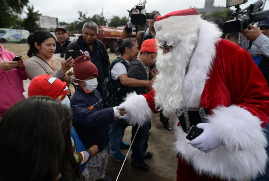 Los niños se mostraron emocionados a la llegada de Santa Claus. (Foto: Wilder López/soy502)