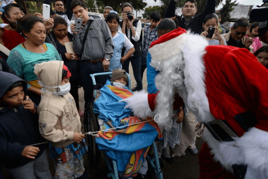 Por 33 año consecutivo, Santa Claus llegó al hospital San Juan de Dios. (Foto: Wilder López/Soy502)
