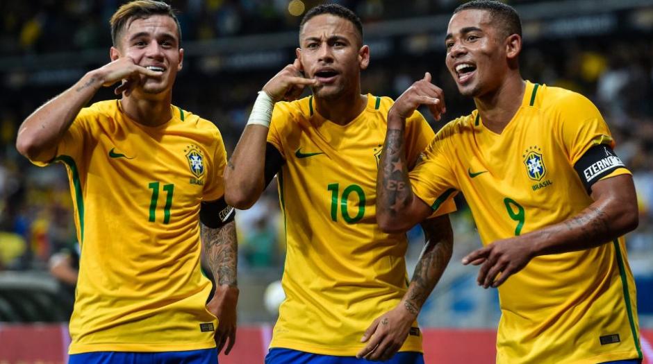 Gabriel Jesús, el 9, junto a Coutinho y Neymar. (Foto: AFP)