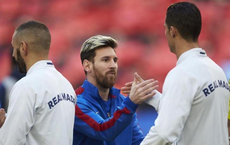 Saludo entre Messi y CR7 en el último clásico. (Foto: AFP)