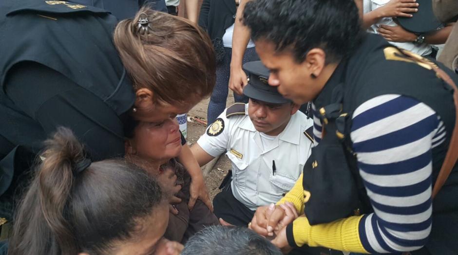 Personas que tienen familiares enfermos lloraron con la acción policial. (Foto: PNC)