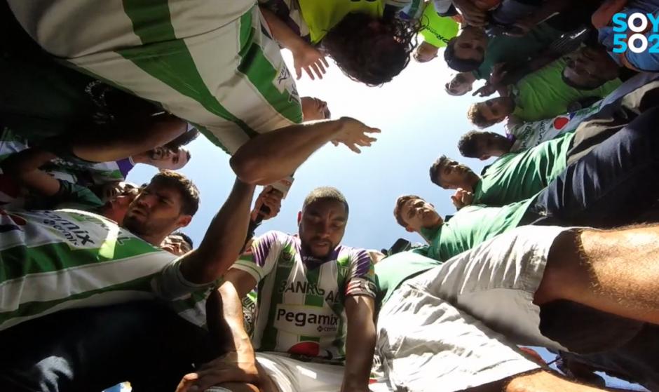 No faltó la oración de los jugadores de Antigua GFC a quien le dedicaron el título. (Foto: Captura de video)