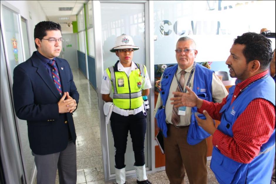 Representantes de la PDH buscaron hablar con las autoridades municipales. (Foto: PDH)