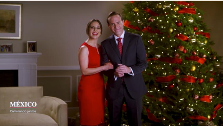 """La """"pareja presidencial"""" envía el saludo navideño. (Imagen: captura de YouTube)"""
