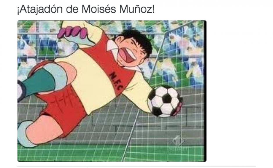 Los internautas se burlaron de las atajadas de Moisés Muñoz. (Foto: Twitter)