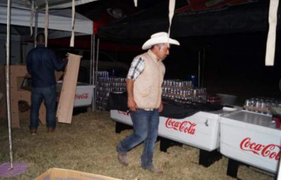 La preparación de bebidas y comida comenzó desde la Noche Buena. (Foto: Univisión)