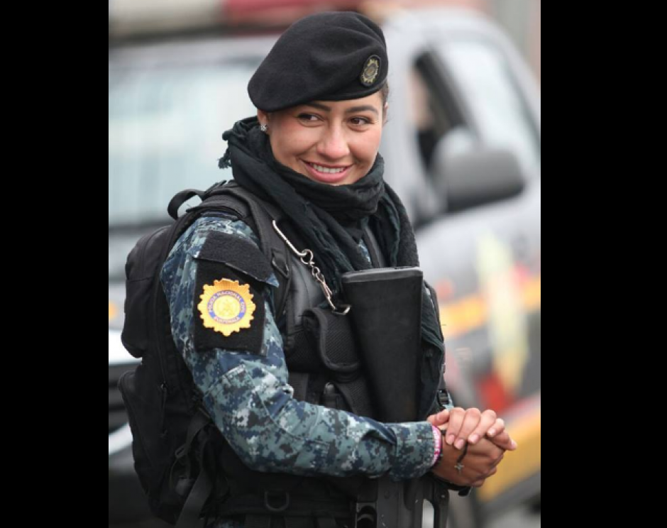 Son aproximadamente cinco mil mujeres las que integran las filas de la PNC. (Foto: PNC)