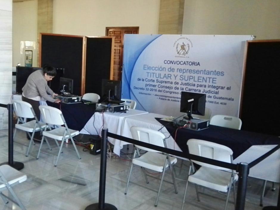 En el plazo establecido originalmente, la CSJ solo recibió los expedientes de tres interesados. (Foto: Guatemala Visible)