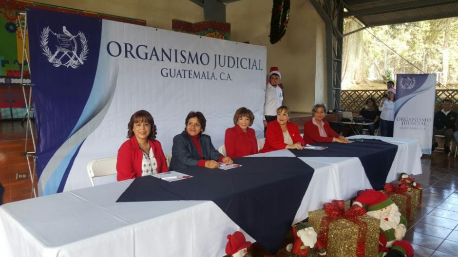 El Organismo Judicial hizo una celebración de Navidad para los hijos de los empleados el 15 de diciembre de 2016. (Foto: OJ)