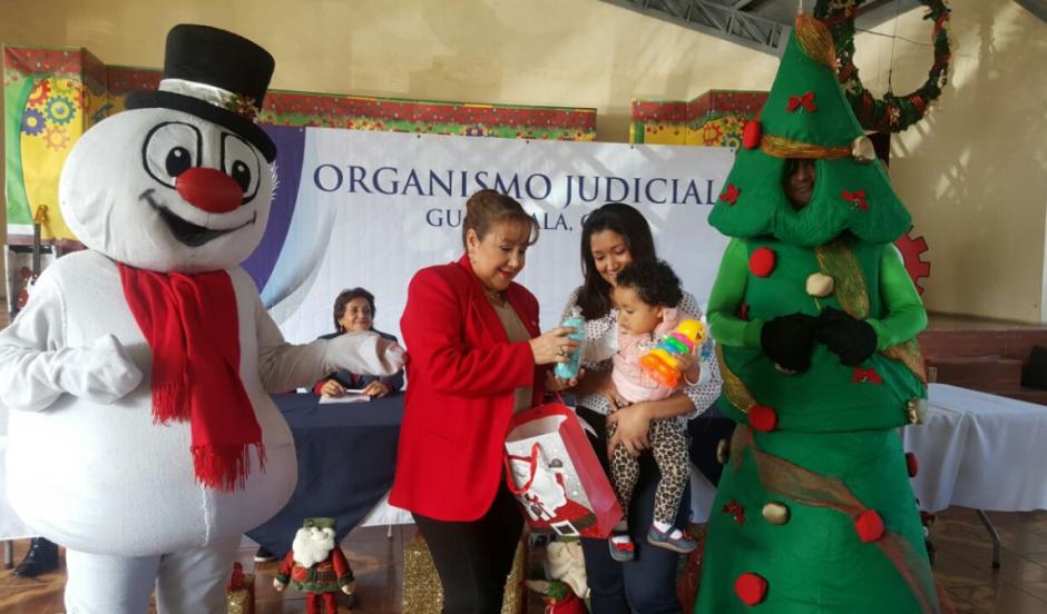 Otra de las magistradas que representó al OJ en la actividad fue Blanca Stalling Dávila. (Foto: OJ)