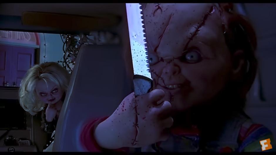 """El muñeco regresa con su novia y su hija """"Fiona"""". (Captura Youtube)"""
