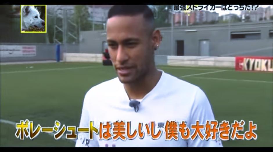 Neymar fue puesto a prueba de sus habilidades para dominar y anotar. (Captura Youtube)