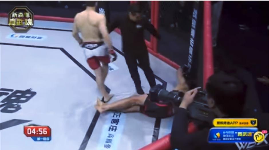 Tres segundos bastaron para conectar el certero golpe. (Captura Youtube)
