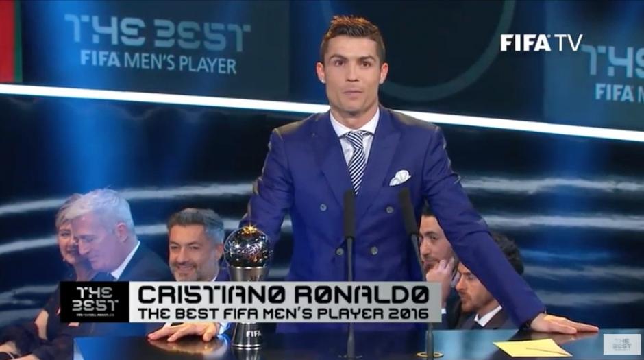 El jugador del Real Madrid recibe el premio The Best 2016. (Foto: Twitter)