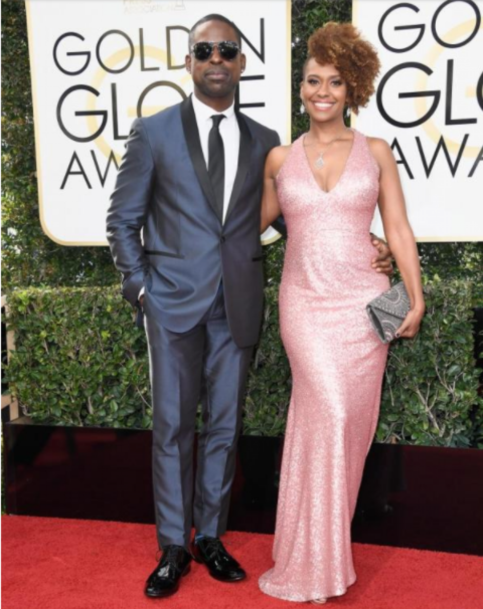 El actor Sterling K. Brown prefirió salir de lo tradicional y se lució junto a Ryan Michelle Bathe. (Foto: Frazer Harrison/Getty Images)