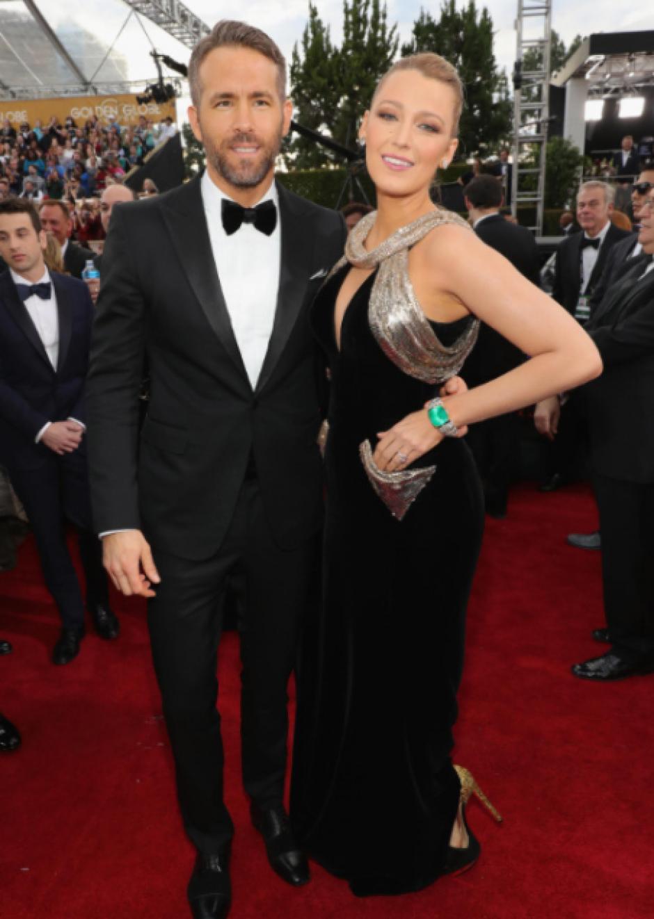Blake Lively y Ryan Reynolds, quienes recientemente se convirtieron en padres, también brillaron en la alfombra. (Foto: Getty Images)