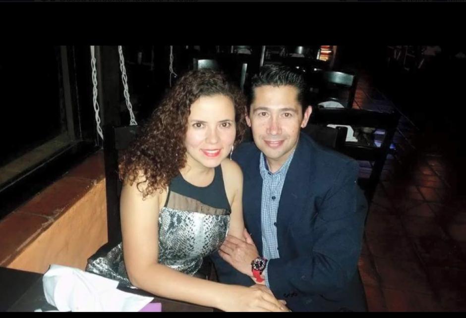 En su perfil compartía fotos con su esposa Lidia Solares. (Foto: Axel Carranza/Facebook)